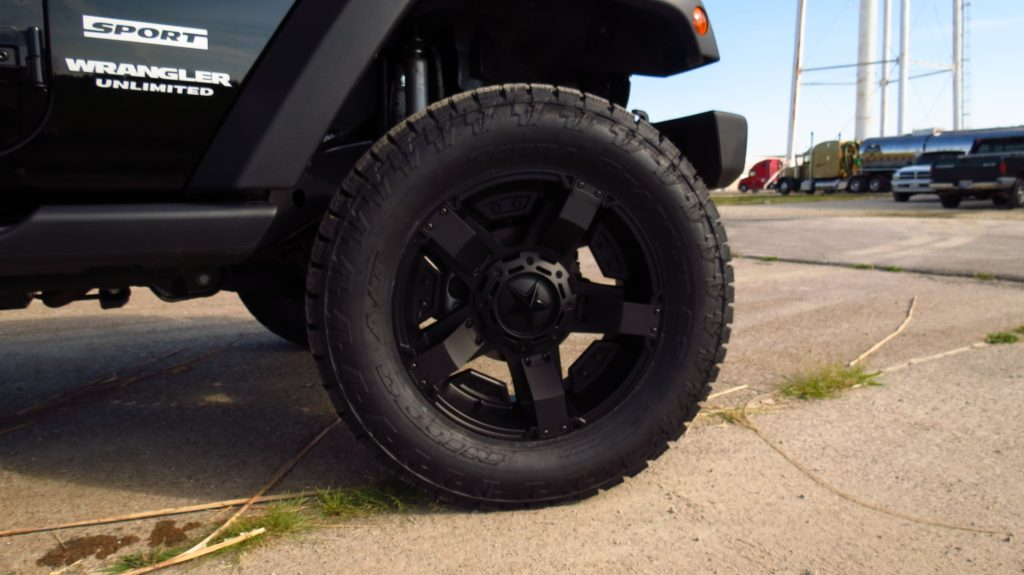 XD811 Rockstar R Wheels and 35x12.5OR20 Nitto Terra Grappler Tires